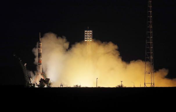 Rusia lanza ahora al espacio la nave tripulada Soyuz MS-15. /EFE