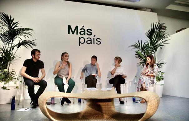 Íñigo Errejón y parte de su equipo, durante la presentación del programa 'verde'