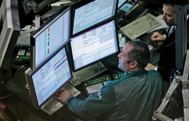 Un agente bursátil en el New York Stock Exchange EFE