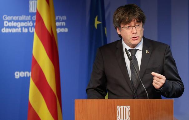 El expresidente de la Generalitat, Carles Puigdemont, ante los medios en Bruselas. /EFE