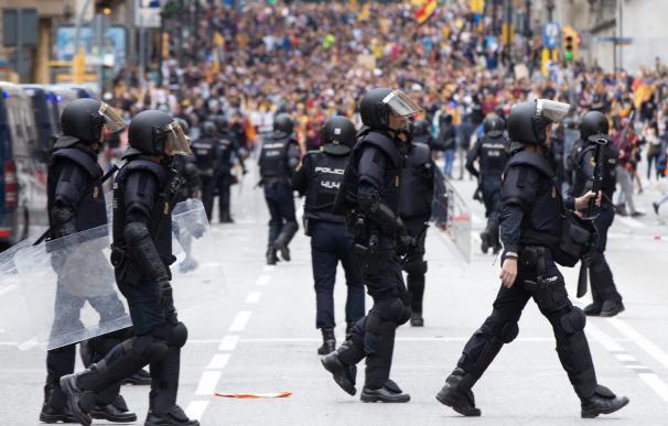 Antidisturbios, durante las protestas en Barcelona
