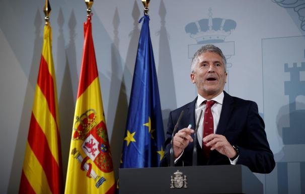El ministro del Interior en funciones, Fernando Grande-Marlaska, durante la rueda de prensa que ha ofrecido este sábado en la Delegación del Gobierno en Barcelona. /EFE/Toni Albir