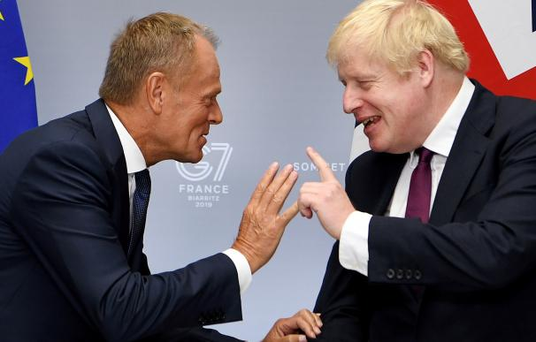 Donald Tusk, junto a Boris Johnson