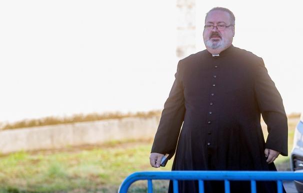 El hijo de Tejero llega al cementerio de El Pardo