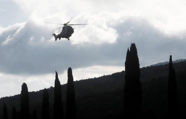 helicóptero llegando a la exhumación