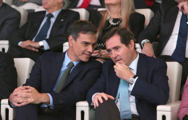 Sánchez quiere que Garamendi acepte un acuerdo laboral de mínimos con los sindicatos