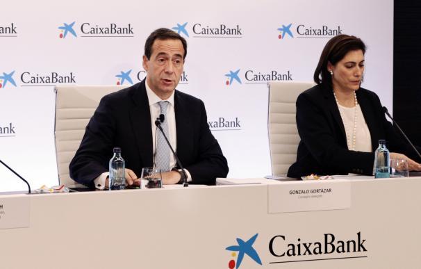 El consejero delegado de CaixaBank, Gonzalo Cortázar, durante la presentación de resultados.