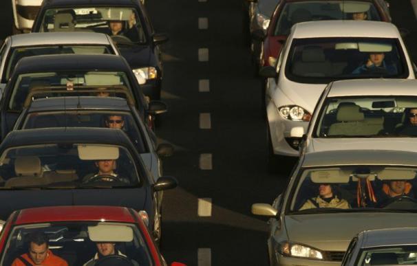 La circulación por carretera presenta retenciones en las salidas de Madrid