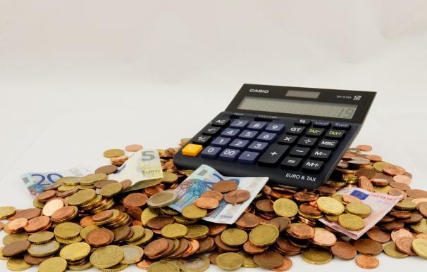 Fotografía de una calculadora para hacer el cálculo del IRPF.