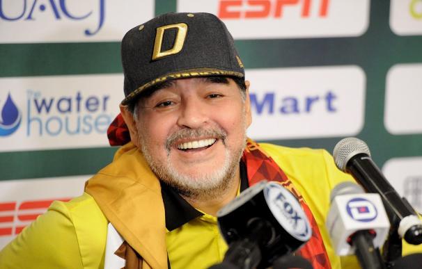 El técnico argentino de Dorados de Sinaloa, Diego Armando Maradona habla este sábado 24 de noviembre de 2018 (EFE)