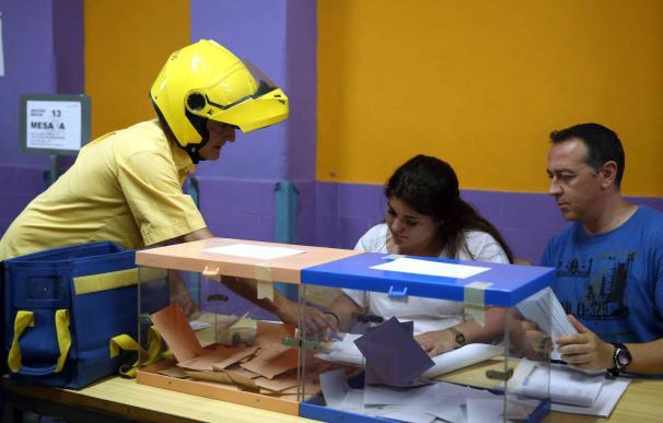 El voto por Correo baja respecto al 28A. /EFE