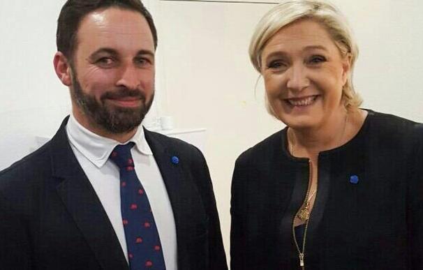 Santiago Abascal y Marine Le Pen en un acto de campaña en las pasadas elecciones francesas en Perpiñán. Foto: Twitter