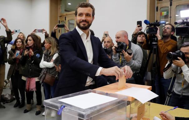 Pablo Casado vota en Madrid