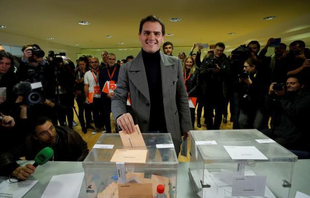 Albert Rivera vota. / EFE