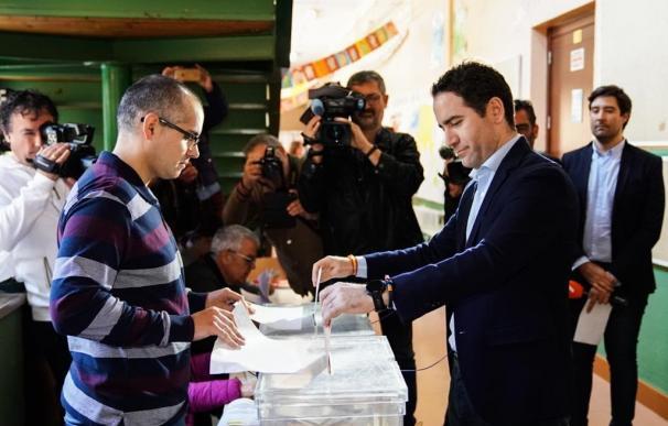 Teodoro García Egea deposita su voto el 10-N