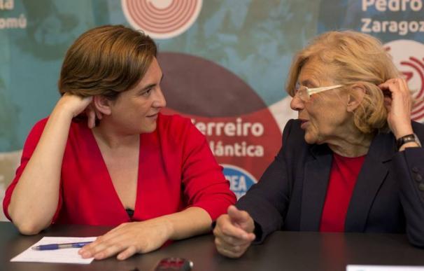 Fotografía de Ada Colau y Manuela Carmena / EFE