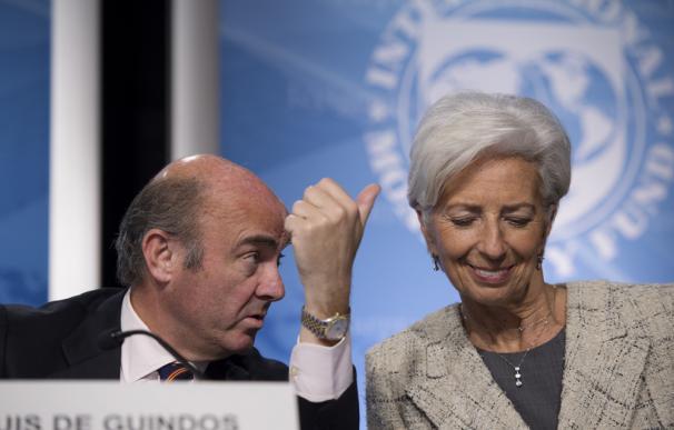 Luis de Guindos, y la exdirectora gerente del FMI, Christine Lagarde. / EFE