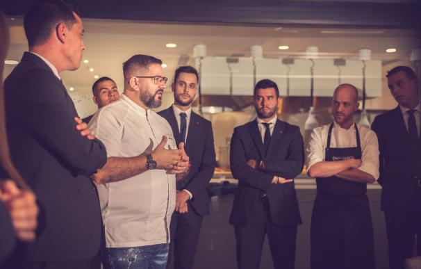 Dani garcía con su equipo restaurante cierra estrella michelin