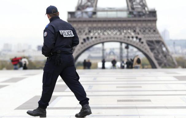 La policía estrecha el cerco al tirador de París con ADN y huellas dactilares