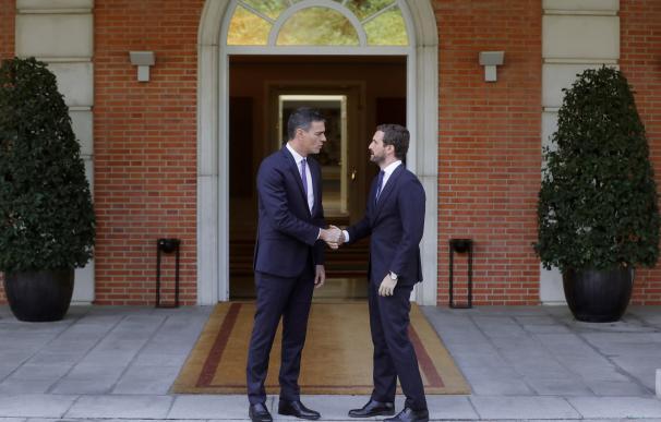 Sánchez y Casado, antes de su reunión en Moncloa