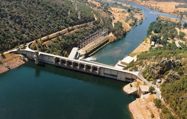 Presa y central eléctrica de Cíjara, en Badajoz, en una imagen de archivo. /EFE