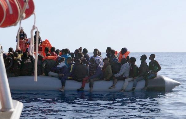 Los 213 migrantes del 'Ocean Viking' desembarcarán en un puerto de Sicilia