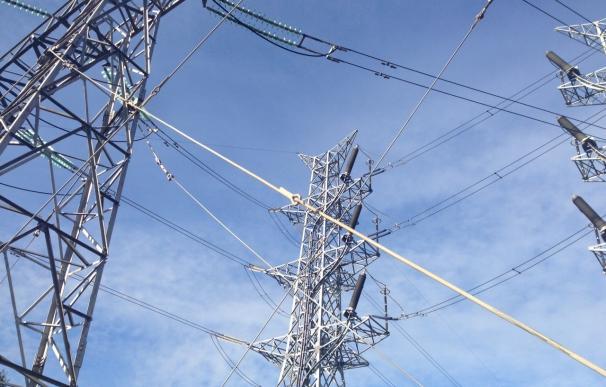 Industria obligará a las eléctricas a ofrecer a los consumidores vulnerables precios fijos de la luz