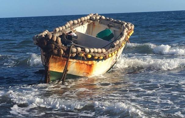 Una patera con 26 migrantes a bordo llega a la costa de Gran Canaria
