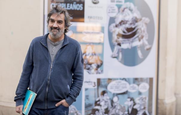 El ilustrador Ángel Idígoras.