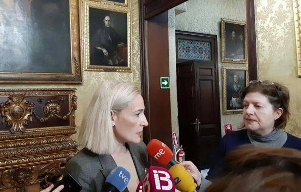 La portavoz de Cs Palma, Eva Pomar, atiende a los medios en el Ayuntamiento de Palma