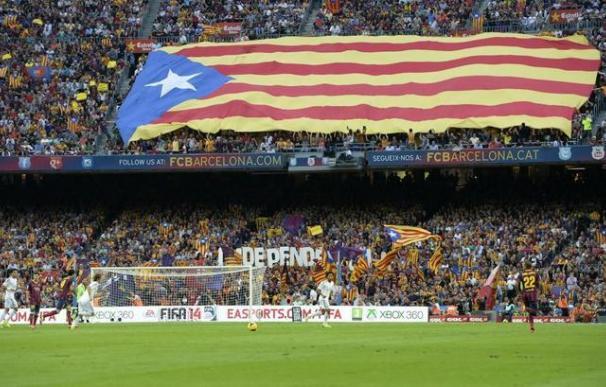 Una gran estelada en el Camp Nou