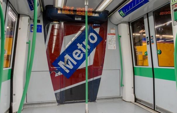Imagen de recurso del interior de un vagón del Metro de Madrid.