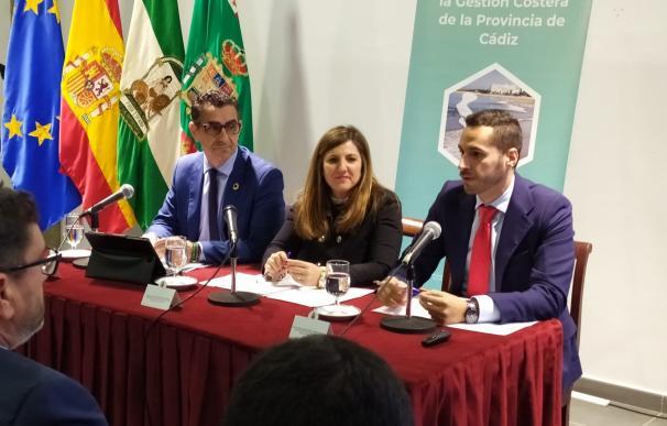 La presidenta de la Diputación de Cádiz, Irene García (en el centro), preside la constitución del Pacto por la Sostenbilidad de la Costa