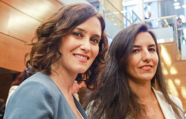 Imagen de archivo de la presidenta de la Comunidad, Isabel Díaz Ayuso y la portavoz de Vox en la Asamblea de Madrid, Rocío Monasterio, en la Asamblea de Madrid.