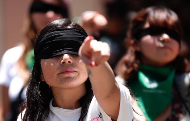 """""""Un violador en tu camino"""": El himno feminista que ya suena en medio mundo"""