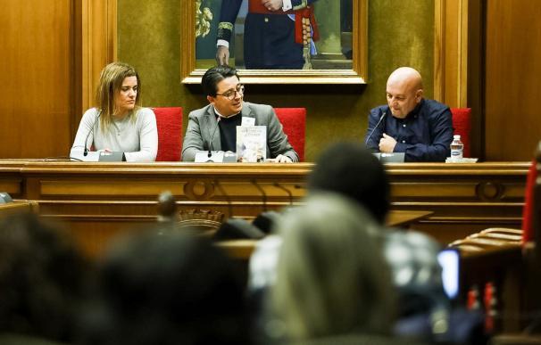 Presentación del libro del almeriense Juan Gómez Alcaide