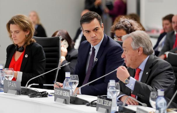 Pedro Sánchez, con el secretario general de la ONU, Antonio Guterres, y la ministra para la Transición Ecológica, Teresa Ribera