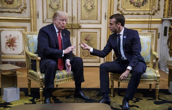 El presidente francés Emmanuel Macron y el presidente de los Estados Unidos, Donald J. Trump se reúnen antes de la ceremonia del Centenario del Armisticio. (EFE/EPA/CHRISTOPHE PETIT)