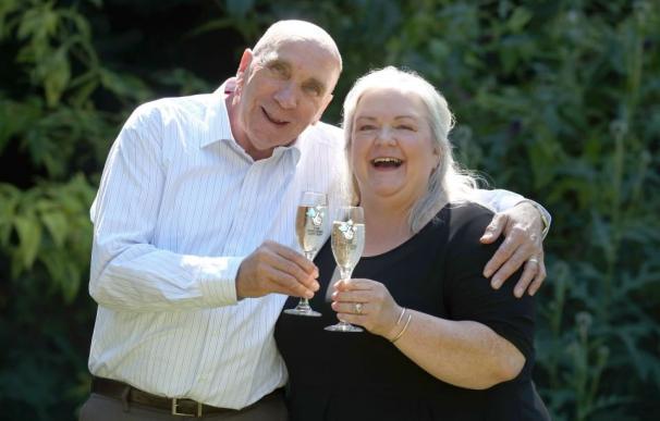 Fotografía de Fred y Lesley Higgins, ganadores del Euromillones.