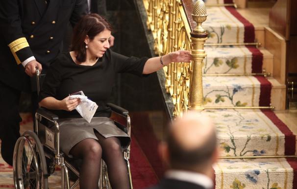 Lastra, en silla de ruedas en el Congreso
