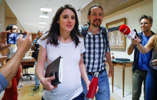 El secretario general de Podemos, Pablo Iglesias, y la portavoz de la formación, Irene Montero. /EFE