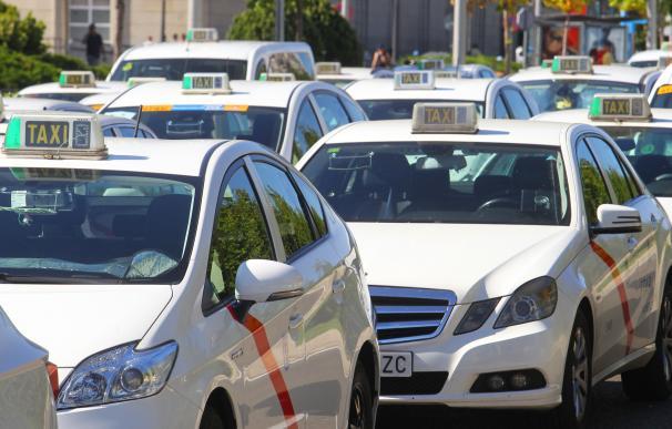 "Madrid afronta un cambio legal ""exprés"" ante la inminente huelga del taxi."