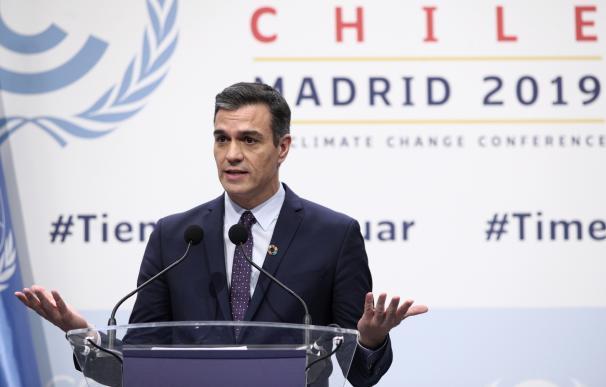 El presidente del Gobierno en funciones, Pedro Sánchez ofrece una rueda de prensa durante la primera jornada de la Conferencia de Naciones Unidas sobre el Cambio Climático (COP25), en Madrid (España), a 2 de diciembre de 2019.