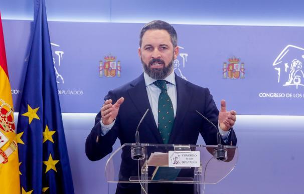 El presidente de Vox, Santiago Abascal, en rueda de prensa en el Congreso de los Diputados tras su consulta con el Rey