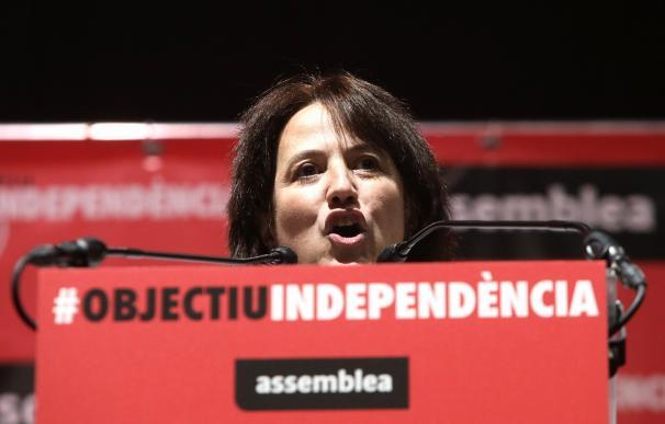 La presidenta de la ANC, Elisenda Paluzei, durante su intervención en la Asamblea General Ordinaria de la ANC en Tarragona. EFE/Jaume Sellart