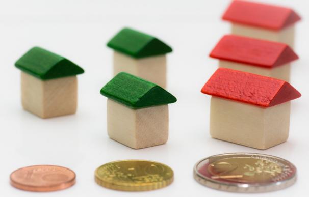 Fotografía del dinero para una hipoteca.