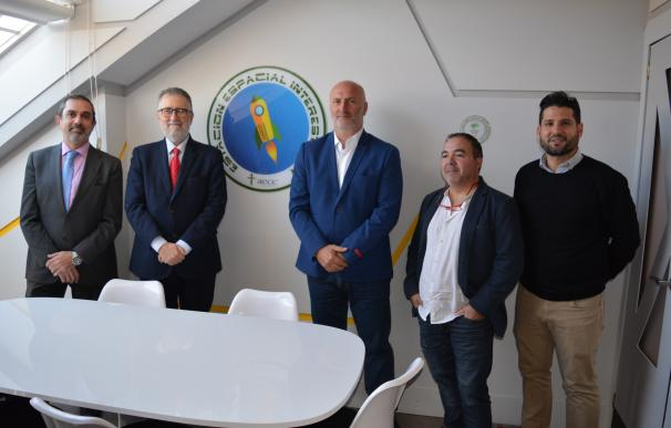 Empresas donan la cocina de un piso residencia de Málaga convertido en nave espacial