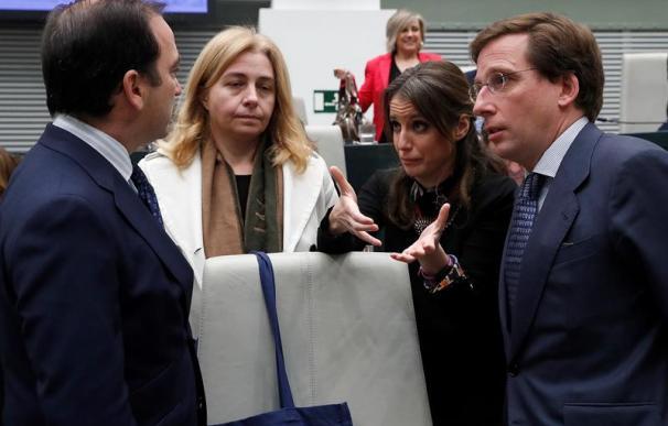 El alcalde de Madrid, José Luis Martínez-Almeida, junto a los delegados Borja Caravante e Inmaculada Sanz