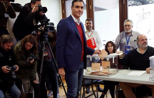 Fotografía Pedro Sánchez votando / EFE