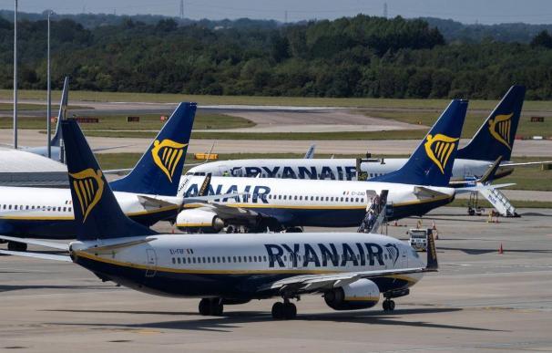Ábalos y Maroto se reunirán con Ryanair en septiembre ante el cierre de varias bases